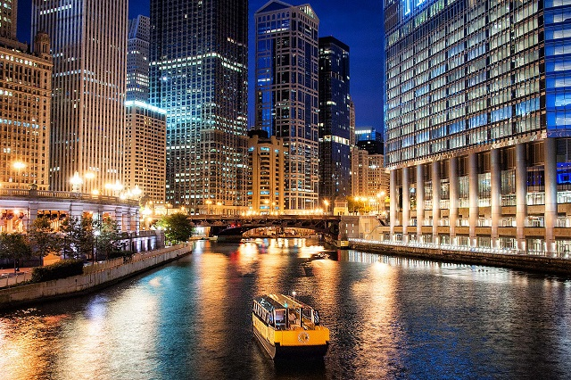 Explore Chicago's Landmarks by Boat Tours